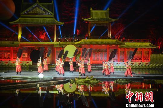 扬州瘦西湖开演《春江花月夜》如诗如幻诗情画意