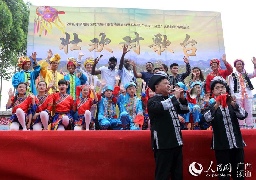 对歌擂台赛也吸引了外国友人参与