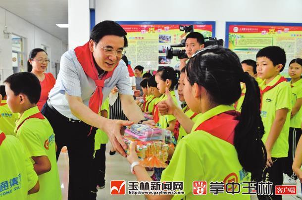 黄海昆:让孩子们在更好环境中成长