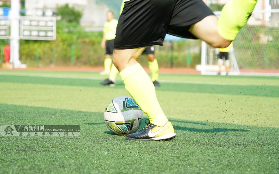 四县元老足球邀请赛开赛 凌云田东两队上演揭幕战