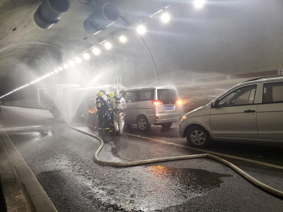 河池开展隧道应急演练 排烟车热成像仪装备亮相