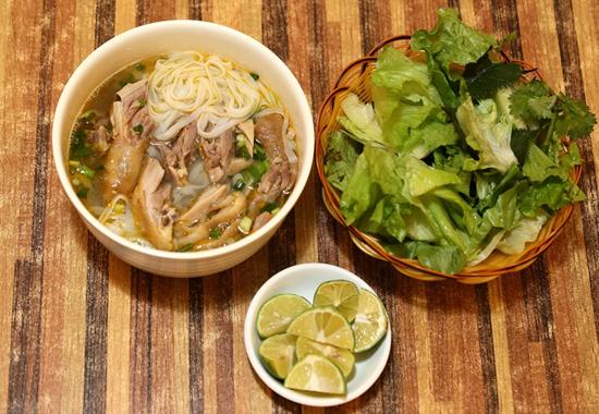 龙州鸡肉粉及配菜