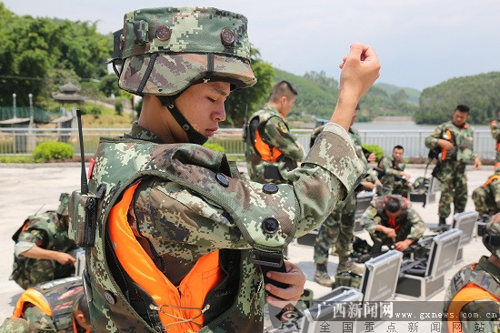柳州:陌生复杂地域锤炼特战队员反恐实战能力