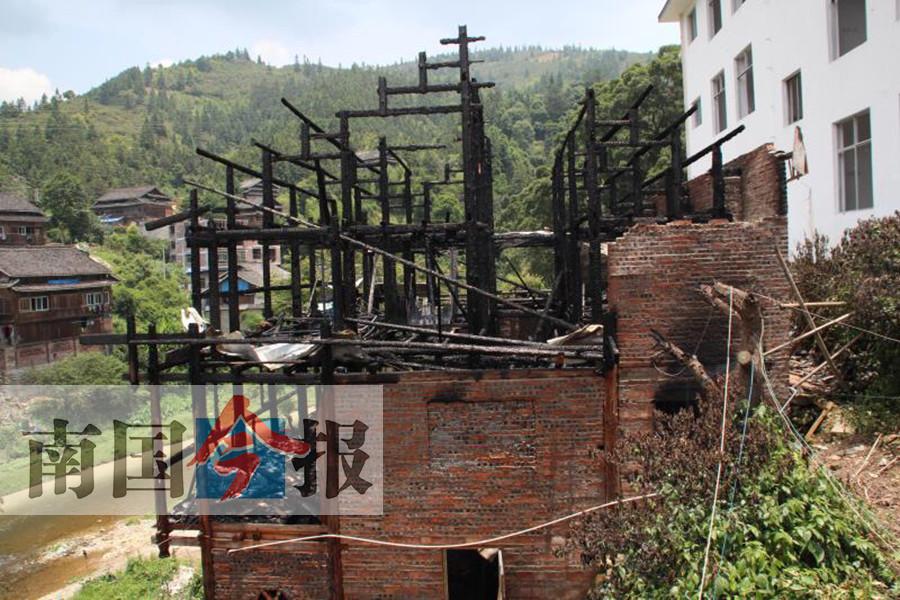6月18日焦点图:三江同乐乡一楼房起火 一家四口不幸遇难