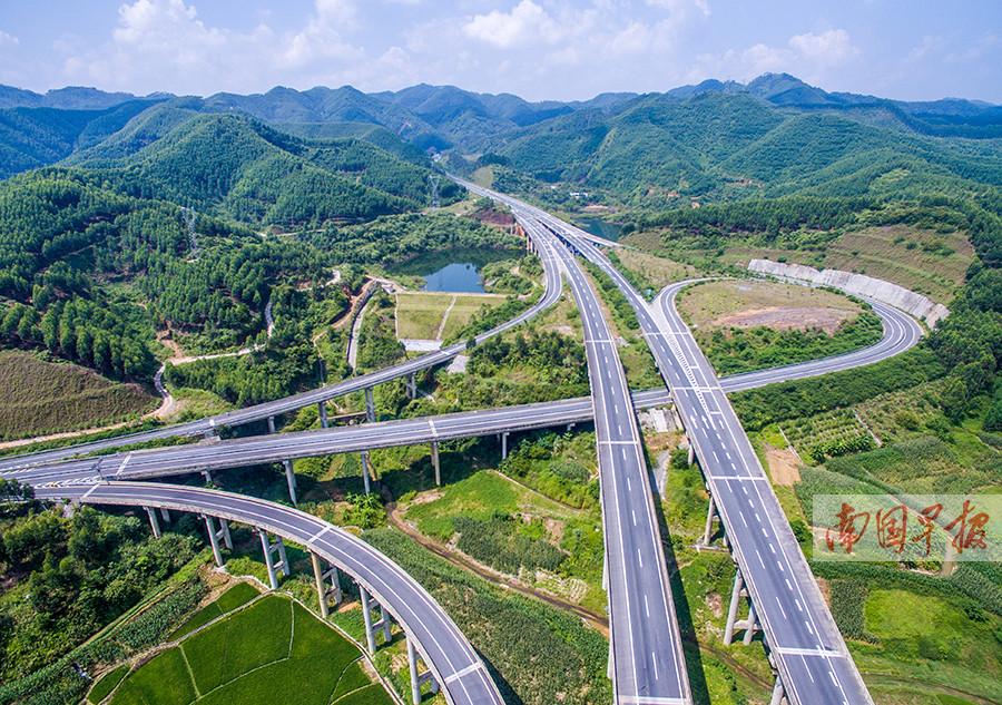 6月21日焦点图:广西拟增建6600公里高速公路