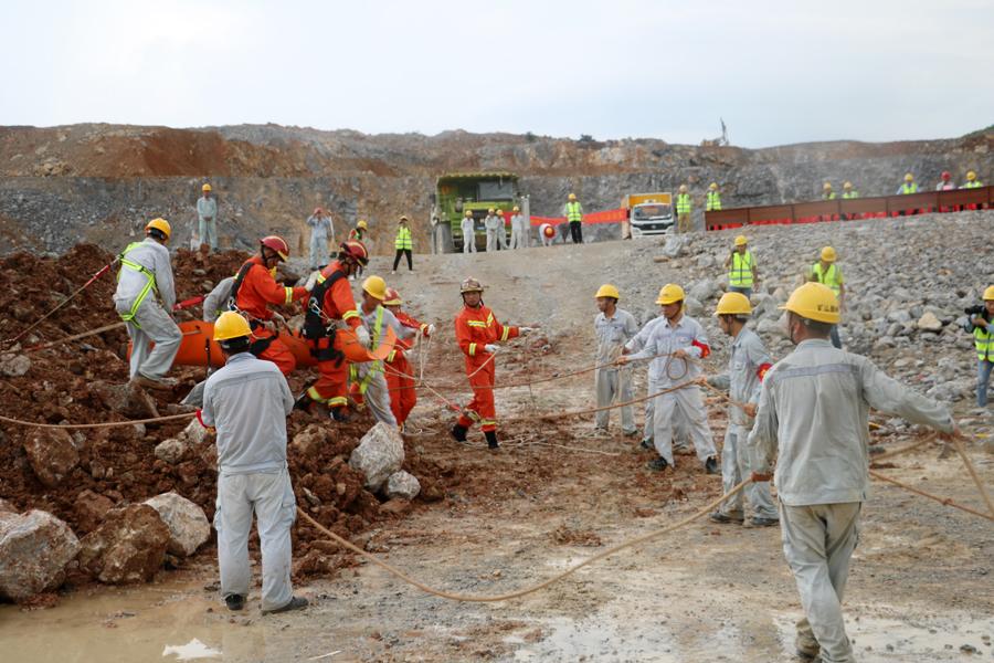上思举行非煤矿山突发车辆倾覆事故应急救援演练