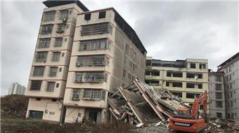 居民楼被拆迁房砸穿 住户损失无人理会