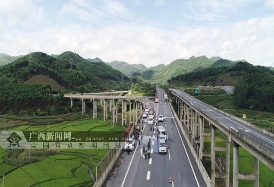 多部门联合开展武平高速路交通事故应急处置演练