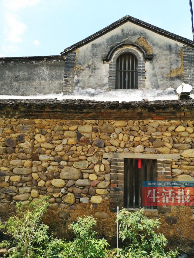 """武宣县有座""""将军第"""" 一道石墙守护古宅上百年(图)"""