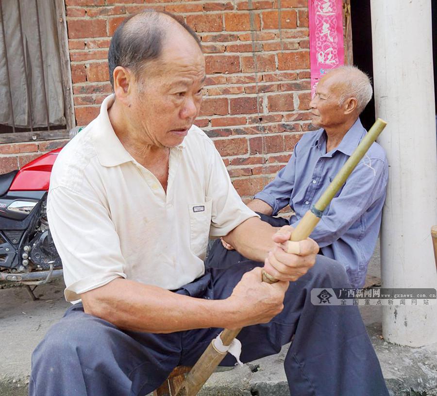 【脸谱】融水72岁老人传承朋芘50载