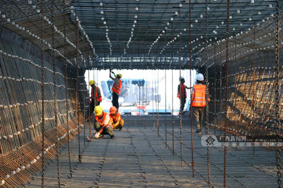 7月18日焦点图:进入新阶段 贵南高铁启动首榀箱梁预制