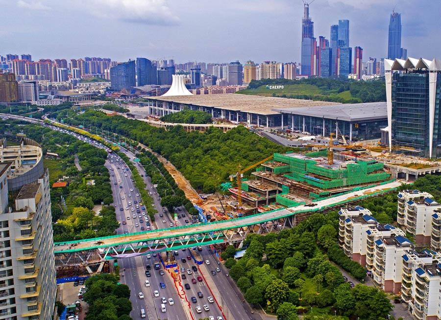焦點圖:南寧國際會展中心跨線橋預計8月30日通車