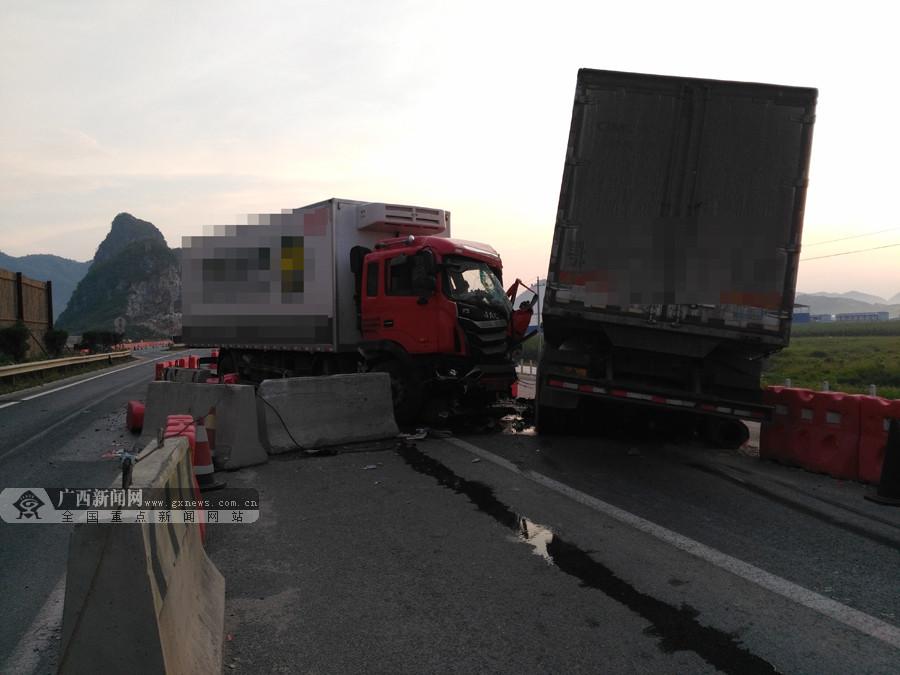 突发!泉南高速柳州往南宁方向两货车相撞(组图)
