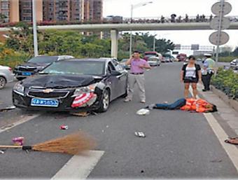26日焦点图:南宁今年已发生多起涉环卫工被撞事故