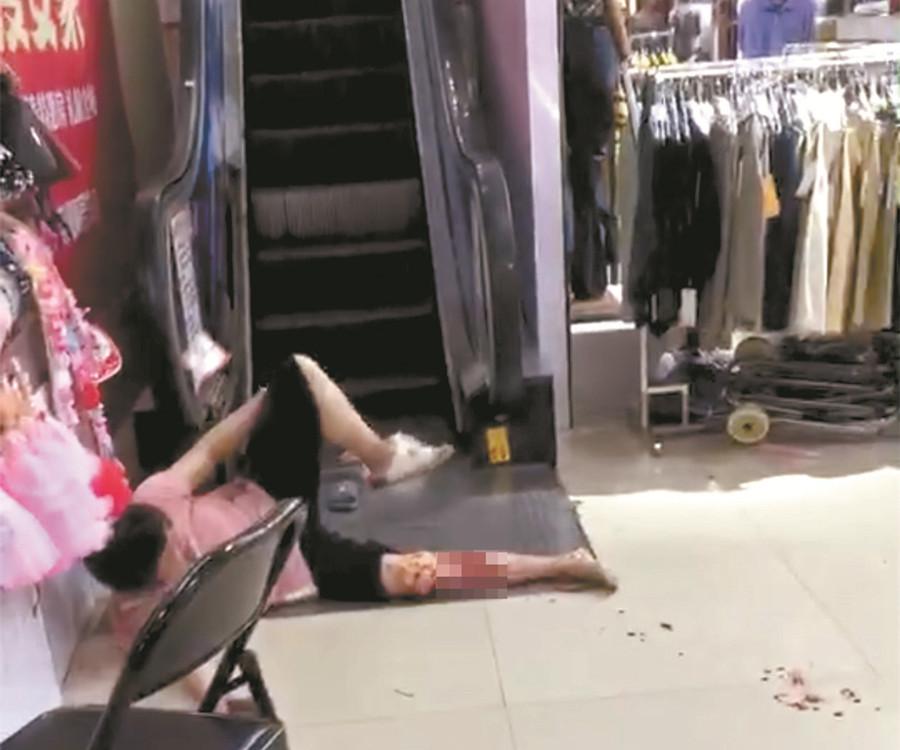 """31日焦点图:南宁一大型商场发生""""电梯咬人""""事件"""