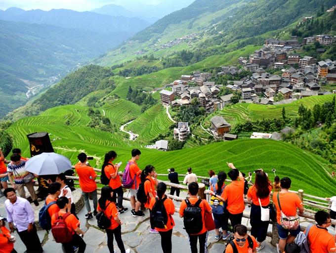 高清:龙脊梯田迎旅游旺季 中外游客饱览盛夏美景