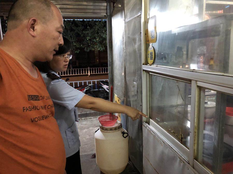 """螺蛳粉里吃出一条""""蜈蚣"""" 店家赔50元打发顾客"""