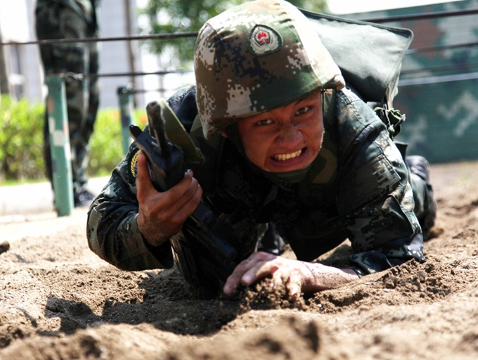 高清:比武场上武警百余官兵激烈较量
