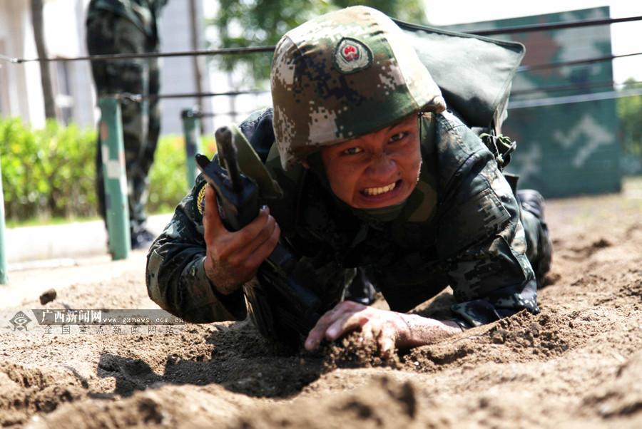 高清组图:比武场上武警百余官兵展开激烈较量
