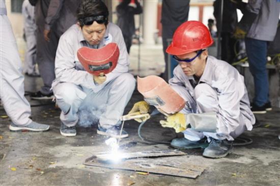 学习焊工技能 掌握脱贫本领