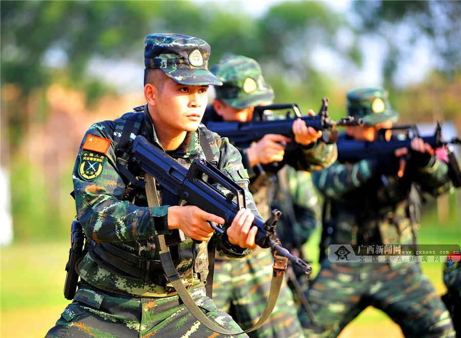 高清:我们的老班长! 武警老兵站好最后一班岗