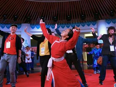 草原风情艺术展在内蒙古鄂尔多斯举办