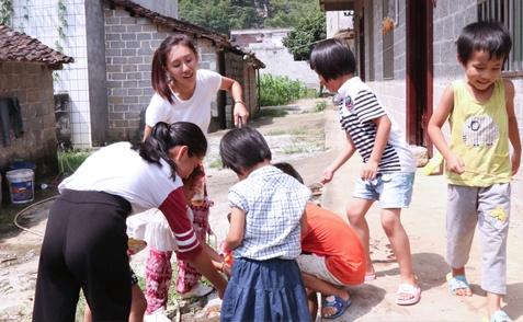 """90后海归女孩在广西:用深圳游学唤""""种子发芽""""(图)"""