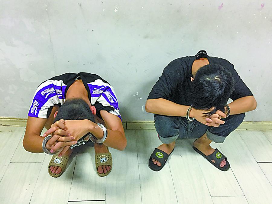"""9月4日焦点图:南宁警方抓获一伙""""电瓶大盗"""""""