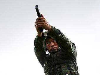 高清組圖:百步穿楊!特戰尖兵的實彈射擊就該這樣
