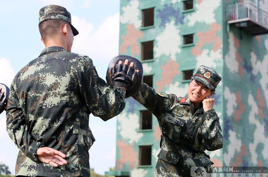 组图:新兵将至 新训骨干加钢淬火练兵忙