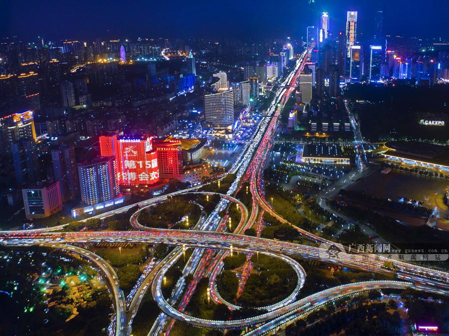 9月7日焦点图:灯火璀璨 南宁营造东博会浓厚氛围