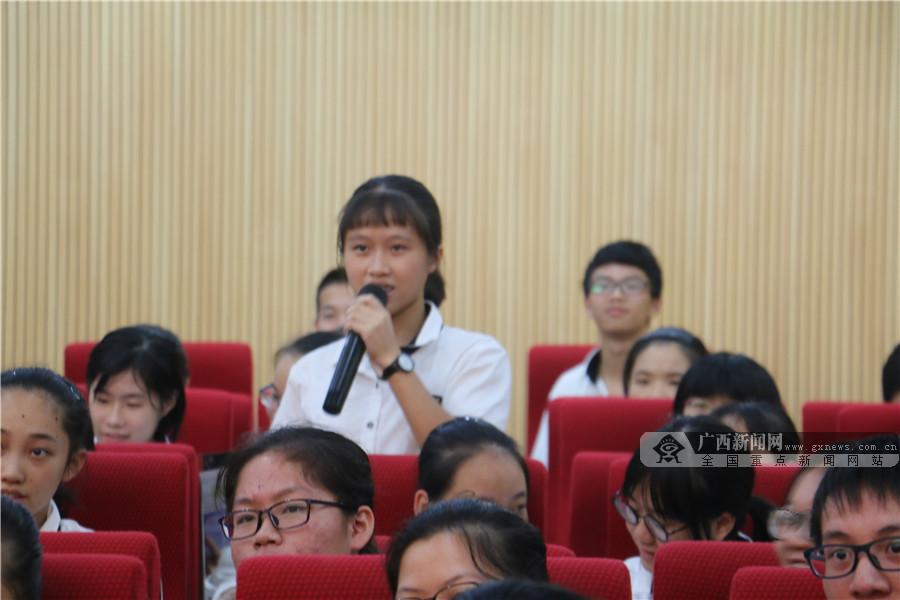 东盟秘书处代表团访问南宁二中 宣介东盟知识