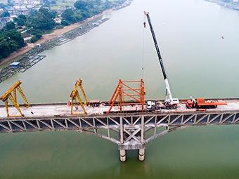 11日焦点图:昔日亚洲第一长桥加固工程稳步推进