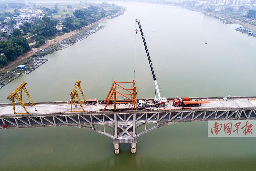 9月11日焦点图:昔日亚洲第一长桥加固工程稳步推进