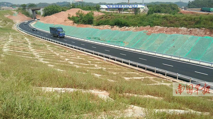 9月13日焦点图:通往南宁的六景匝道通车了