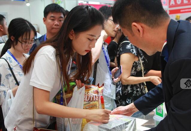馬來西亞館:貓山王榴蓮冰激凌受到市民瘋狂搶購