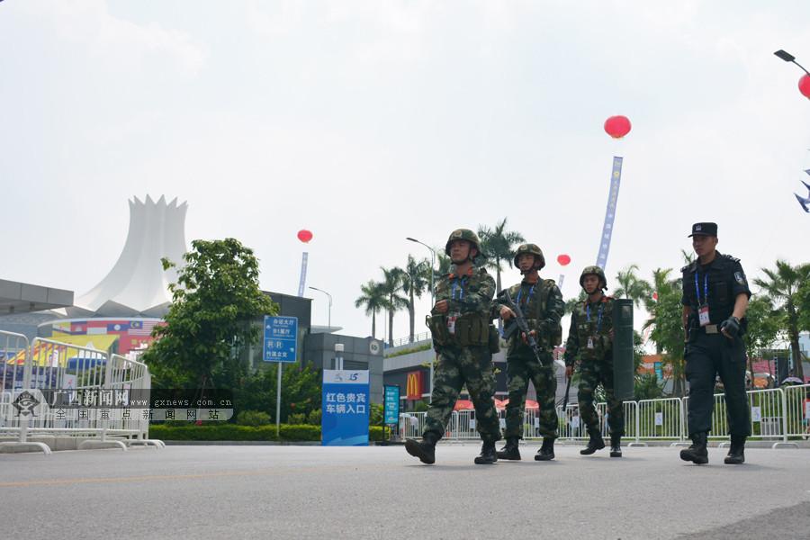 高清:武警官兵全力护航第15届东博会峰会