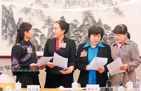广西代表团代表们继续就监察法的重要性和历史意义进行热烈讨论