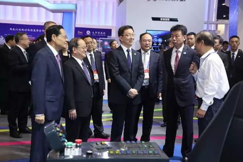 韩正巡视第15届中国―东盟博览会先进技术展