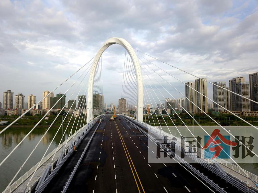 """9月19日焦点图:中秋将到 细数柳州""""最美赏月地"""""""