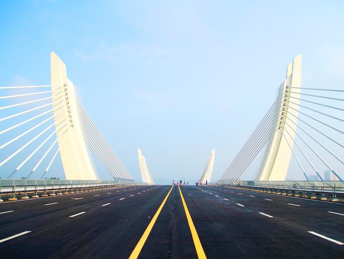 新建崇左大桥造型新颖 吸引市民参观(组图)