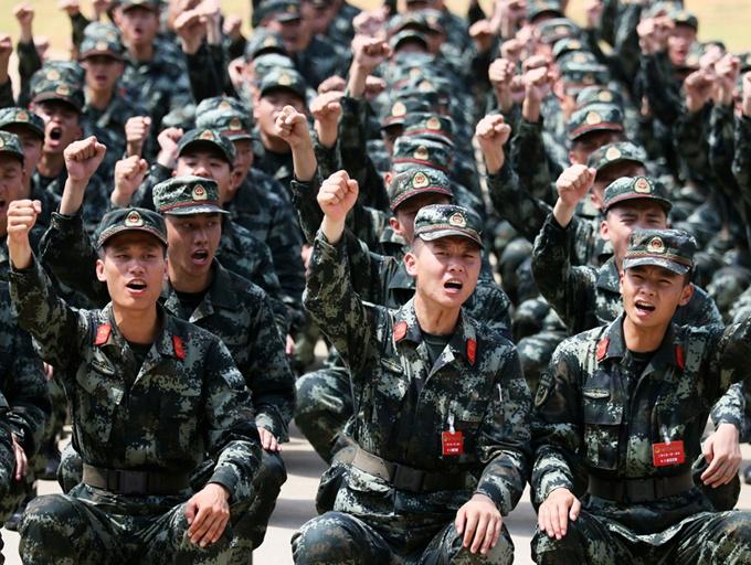 高清组图:豪气冲天!ag电子游戏哪个最会爆武警新兵开训