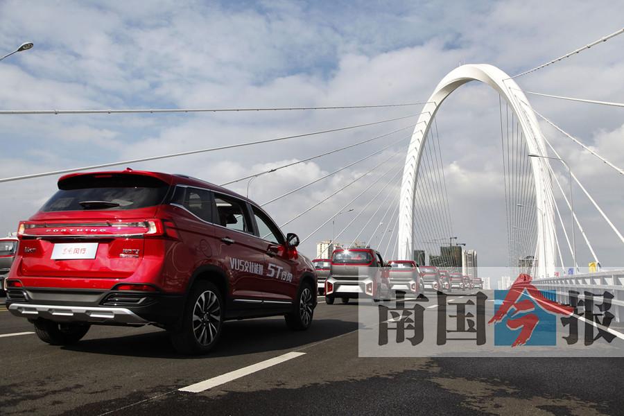 """高清:柳州白沙大桥正式通车 市民纷纷来""""尝鲜"""""""