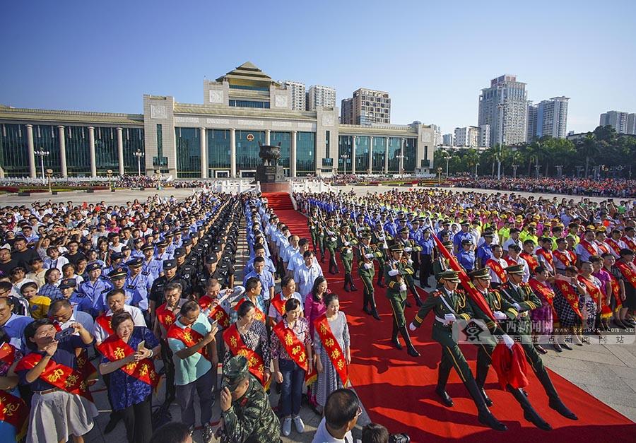 向祖国献上最美好祝福 南宁举行国庆升国旗仪式