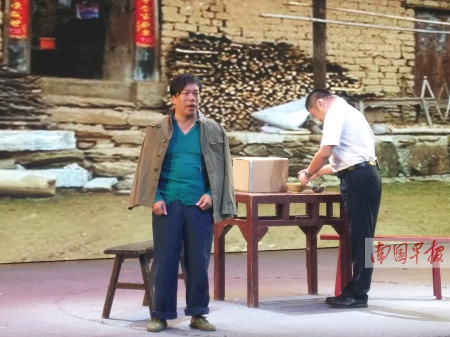 10月14日焦点图:带广西小品上央视的杨建伟获最佳男演员奖