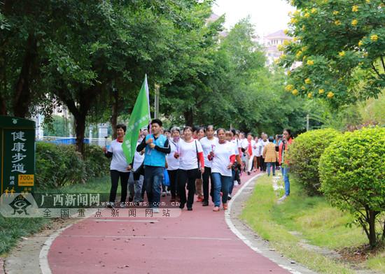 广西-东盟经开区举办重阳节健步走活动(图)