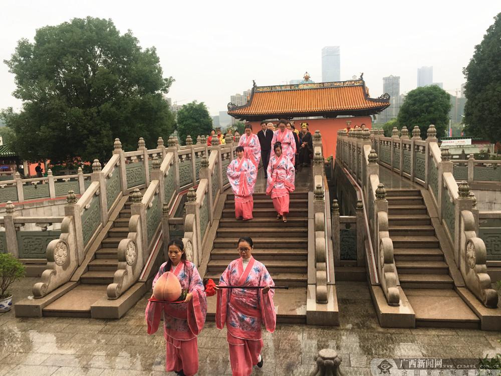 广西农科院在南宁孔庙举行重阳节敬老礼活动