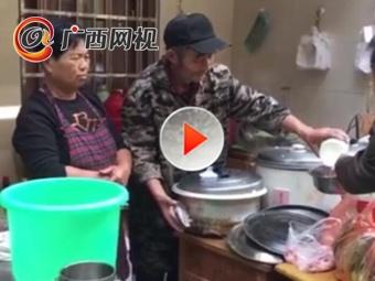老夫妇设爱心厨房 炒菜一元专供癌症家属