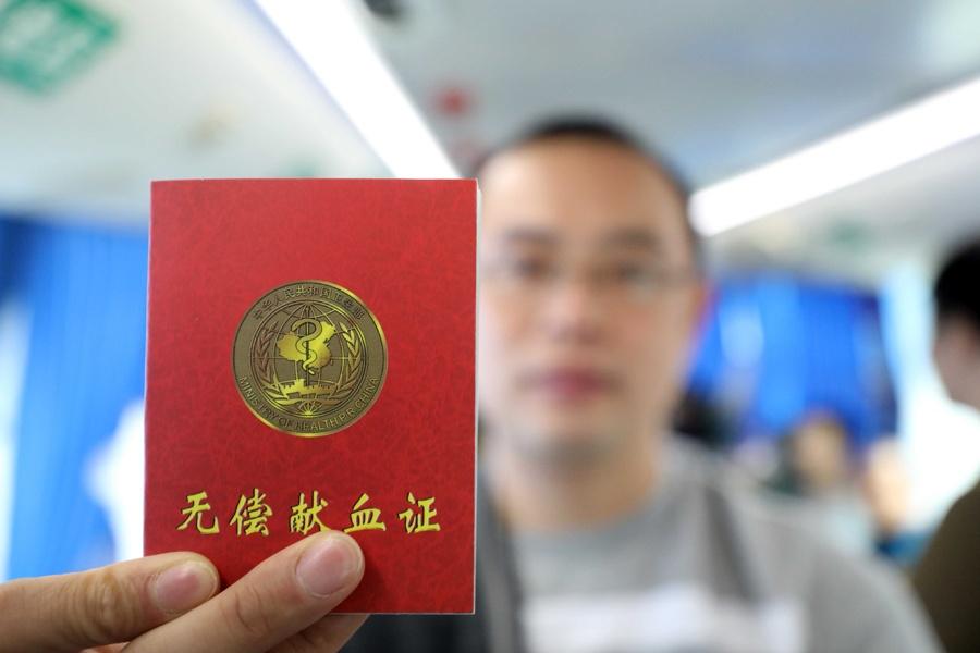 柳州融安县机关干部集中献血献爱心(组图)