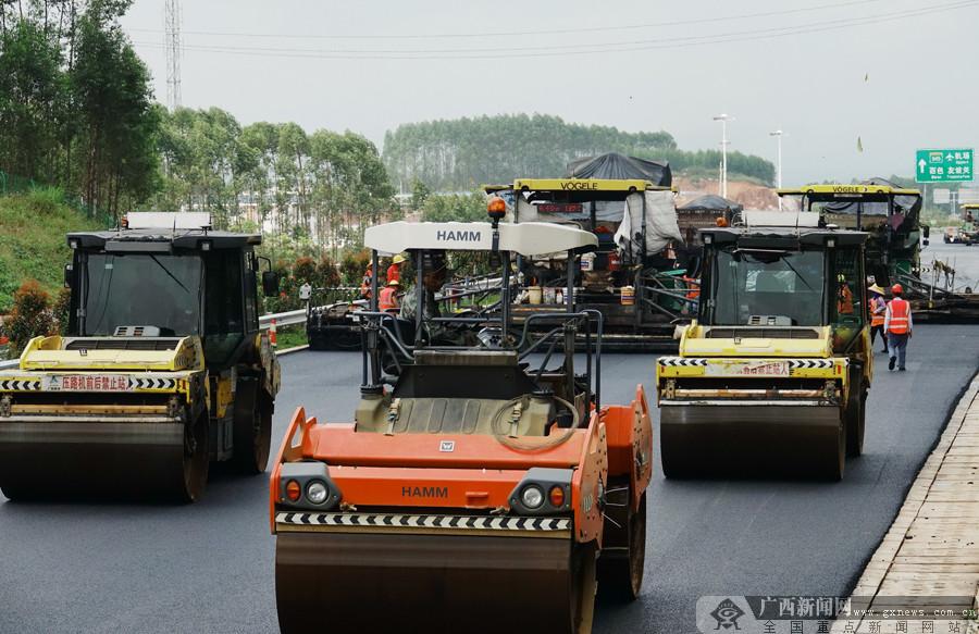 10月24日焦点图:吴圩至大塘高速公路预计11月20日通车